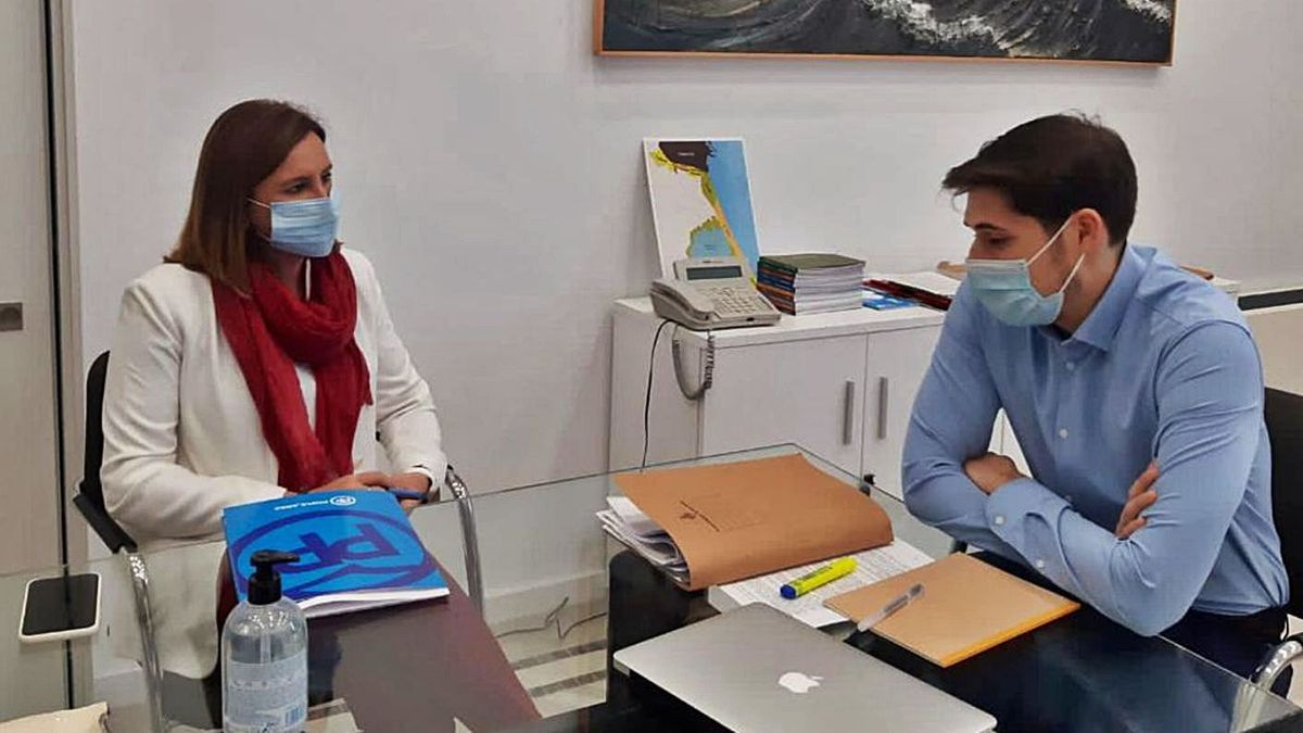 Català y Sanjuán se reunieron ayer para abordar los prespuestos de 2021.   LEVANTE-EMV