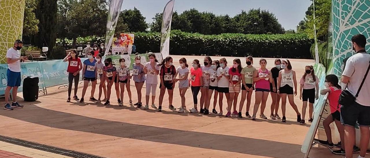 Actividades en favor de la lucha contra el cáncer en el colegio de Faura.   LEVANTE-EMV
