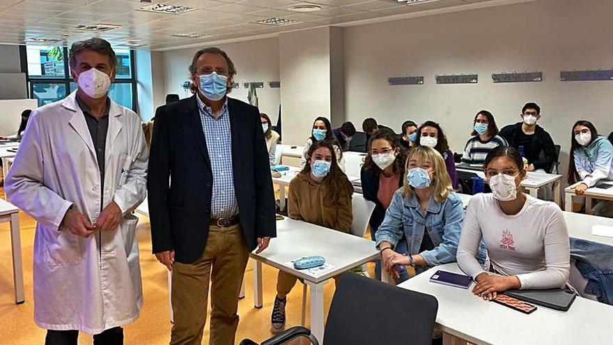 ADEMA dona accesorios para ajustar la mascarilla a estudiantes de Medicina