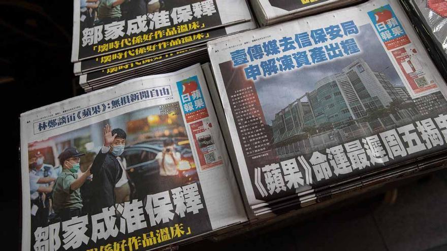 El hostigamiento del Gobierno obliga a cerrar al principal diario opositor de Hong Kong