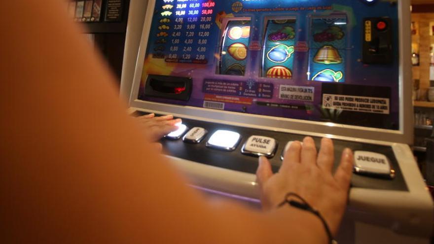 Podemos propone que se supriman las máquinas tragaperras de los bares de Alicante