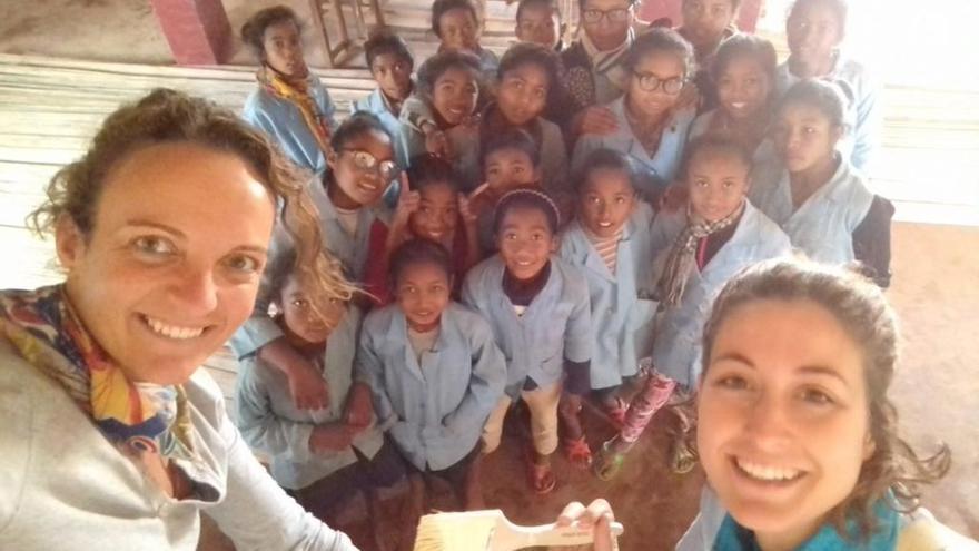 Dues mestres de La Salle inverteixen les vacances a ajudar infants a Madagascar
