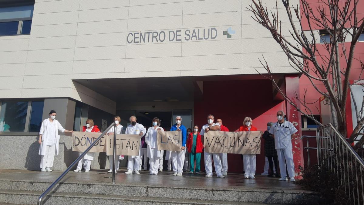 Concentración en Puebla de Sanabria a favor de la vacunación