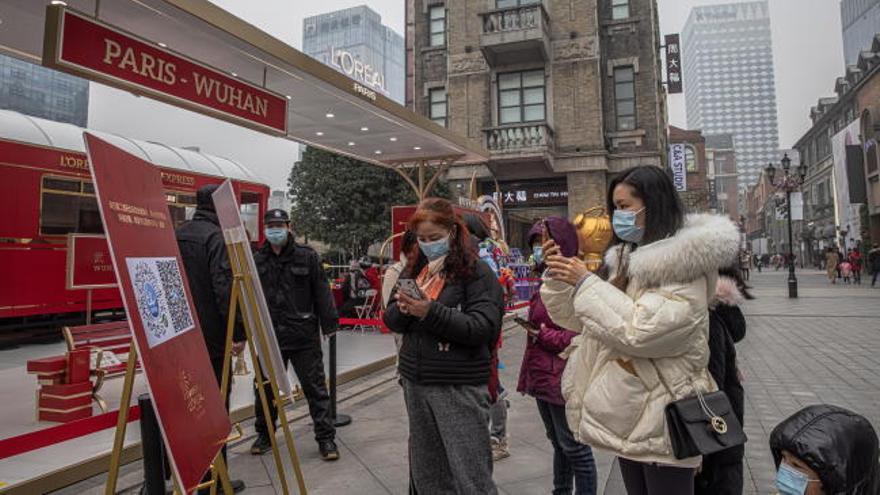 Wuhan, un año después de su confinamiento y de doblegar al virus en su primera ola