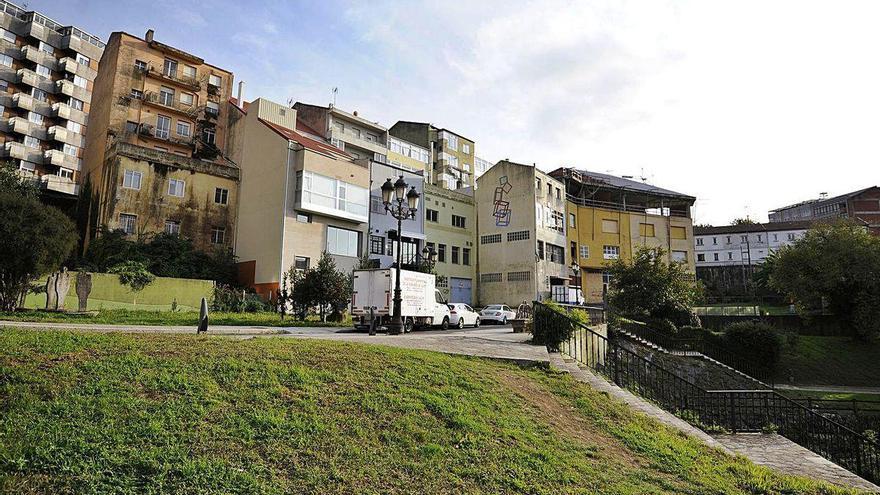 Lalín plantea rehabilitar el Barrio de Abaixo y las 16 viviendas del Grupo Joaquín Loriga