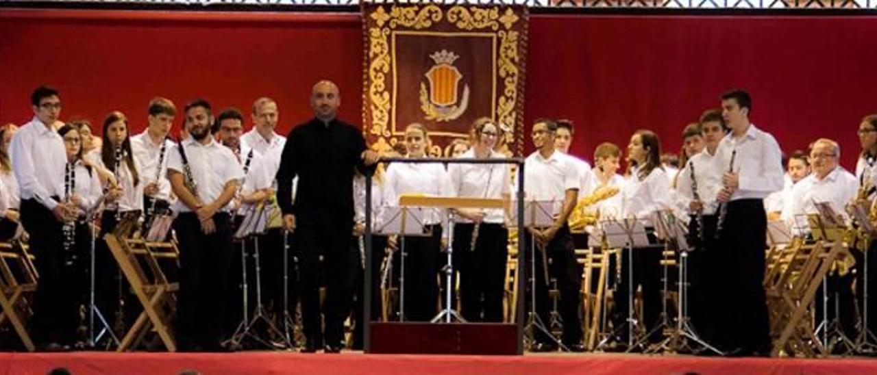 El Centro Artístico Musical de Moncada cumple hoy 100 años