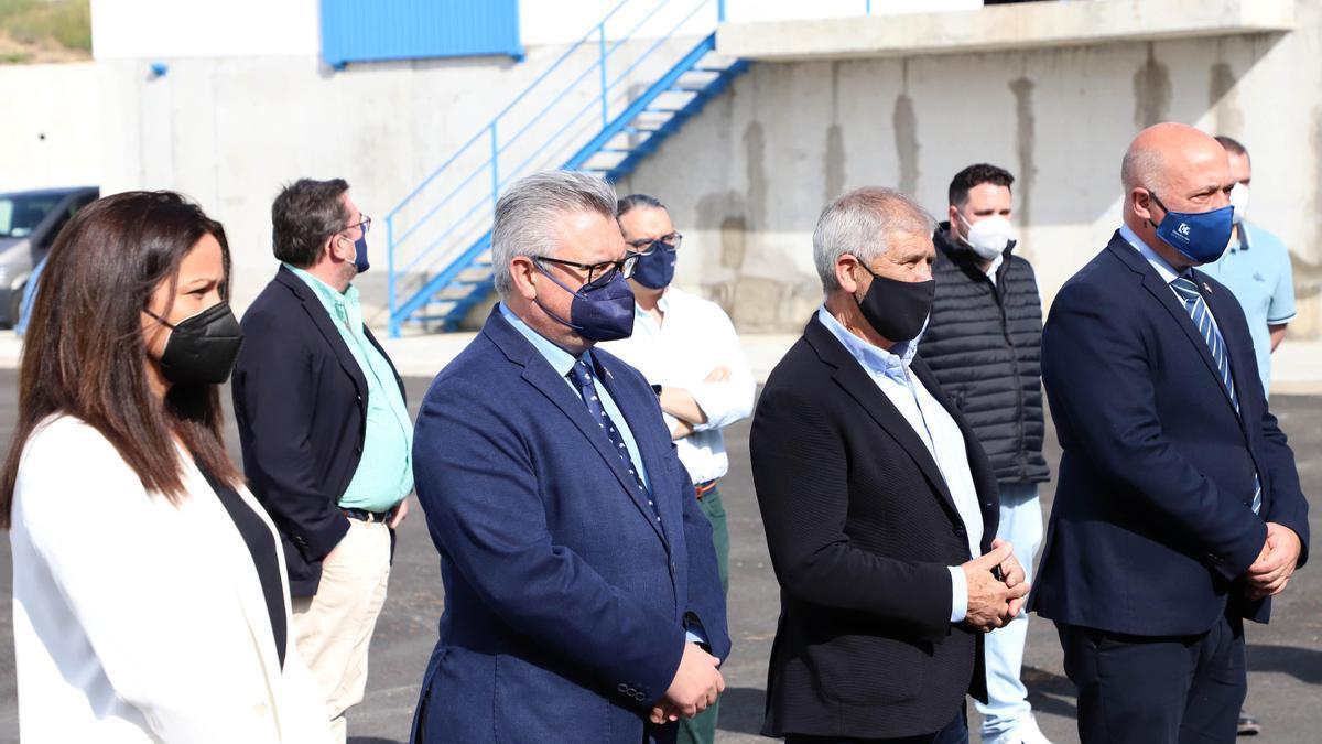 Dirigentes de la Diputación, la mancomunidad del Guadiato y el Ayuntamiento de Belmez, en las instalaciones de la ETAP de Sierra Boyera.
