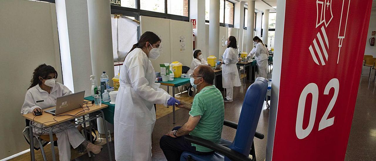 El departamento de salud avanza en la vacunación de los mayores de 70 años | DANIEL TORTAJADA