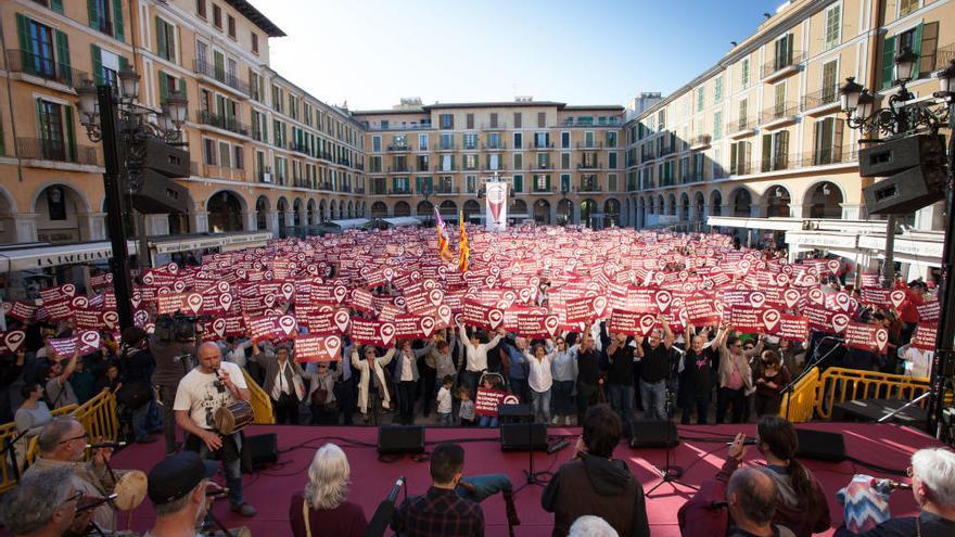 Mehr als 2.000 Teilnehmer bei Aktionstag in Palma für Katalanisch und Bürgerrechte