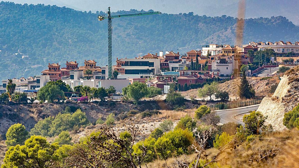 Construcción de viviendas en una urbanización de la zona de Finestrat.