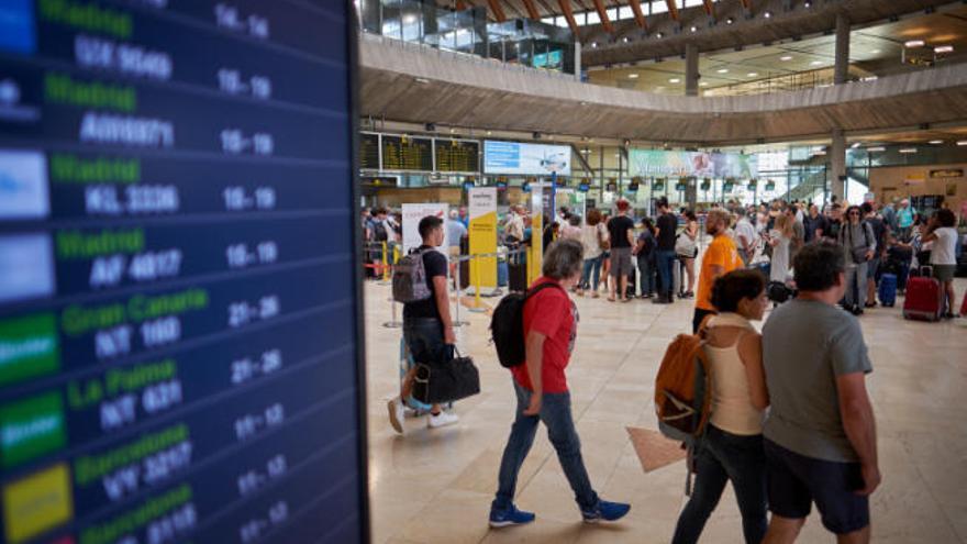 Air Nostrum realizará 136 vuelos en nueve rutas entre Canarias y Península