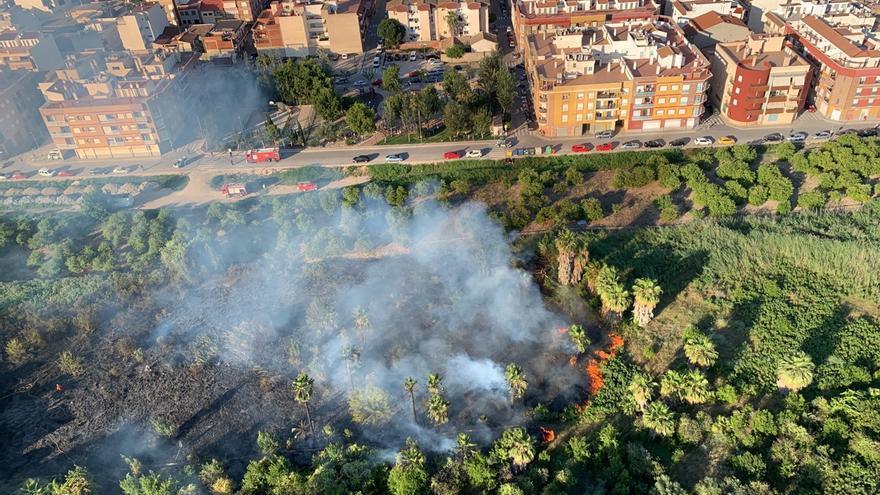 Declarado un incendio en un huerto de Beniel