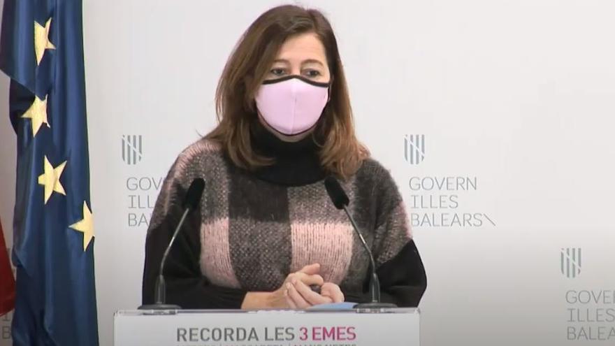 """Francina Armengol: """"Los besos deben esperar porque si los avanzamos pueden ser los últimos"""""""