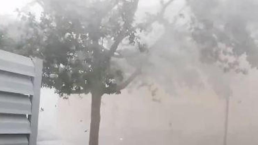 Un violent temporal de vent i pedra afecta la zona de Bàscara