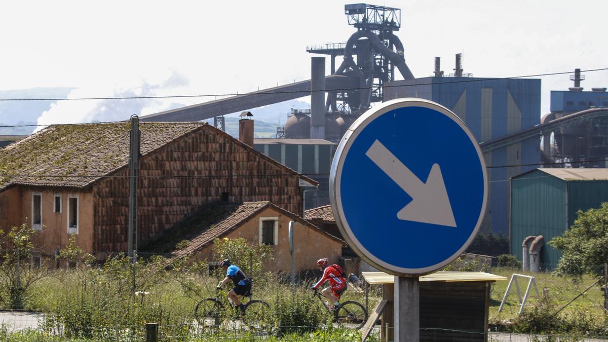 Ún de los fornos altos d'Arcelor en Veriña.
