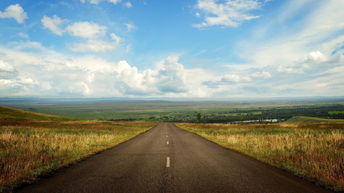 Viajar en coche: las 6 mejores carreteras del mundo para disfrutar este verano