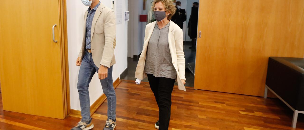 Rafa Ruiz y Aina Calvo en el Ayuntamiento de Ibiza