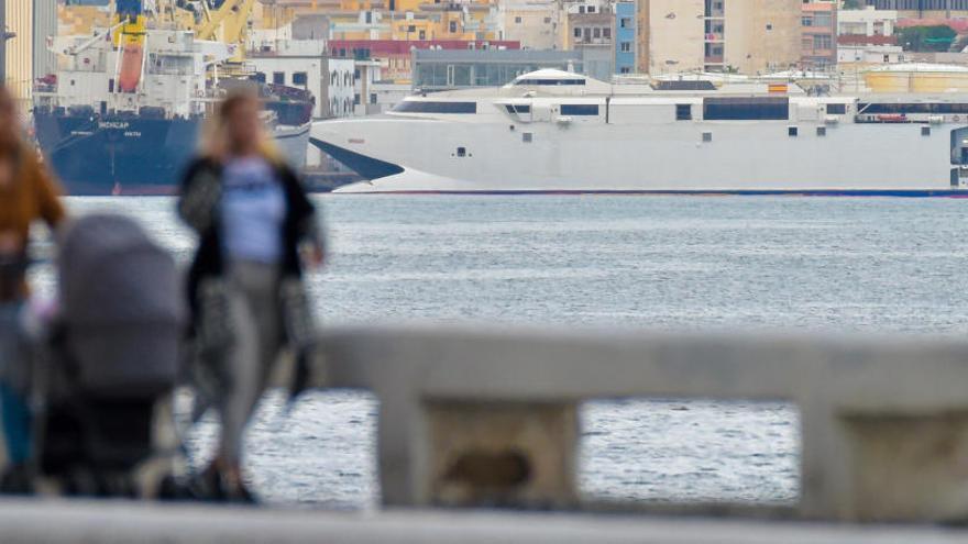 Armas devuelve el ferri 'Alborán' a Trasmediterránea tras el accidente