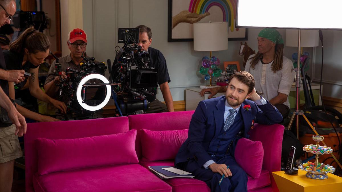 Fotografía cedida por Netflix que muestra al actor Daniel Radcliffe, durante una grabación.