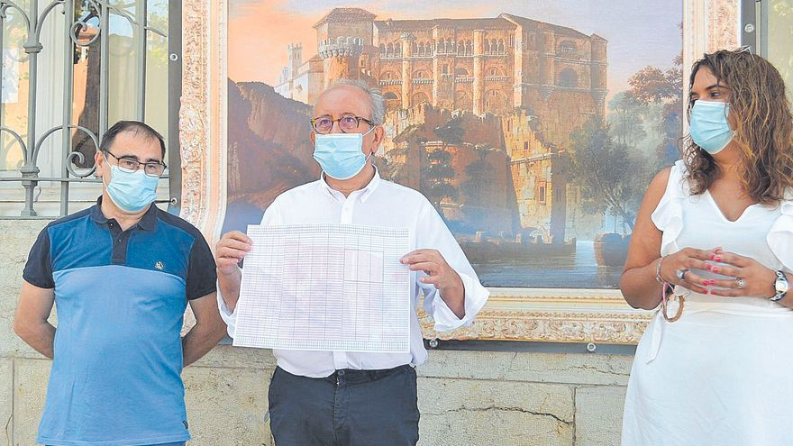 Ledo del Pozo inicia la simbólica venta benéfica de la imagen del Castillo de Benavente