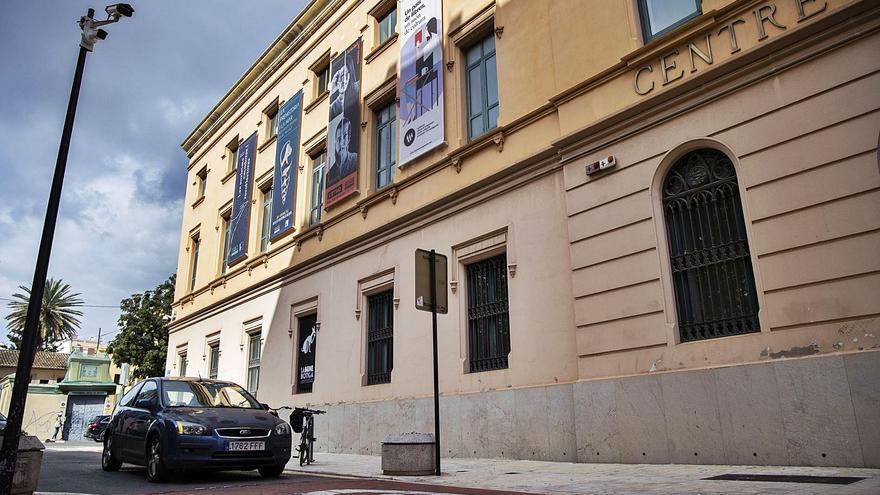 Solo 4.400 de los 14.110 vehículos censados en Ciutat Vella logran el permiso para circular por el centro