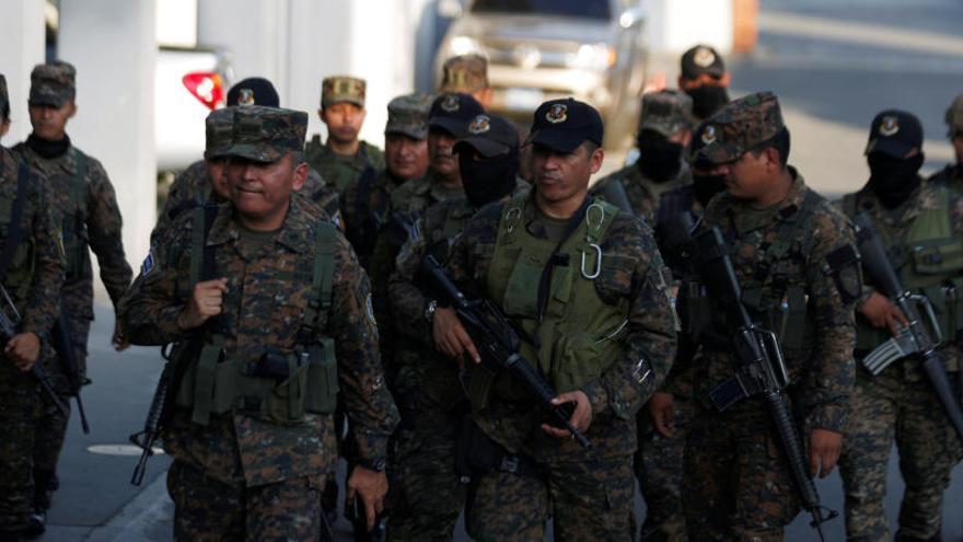 """El Congreso de El Salvador condena el """"intento de golpe"""" del presidente Bukele"""