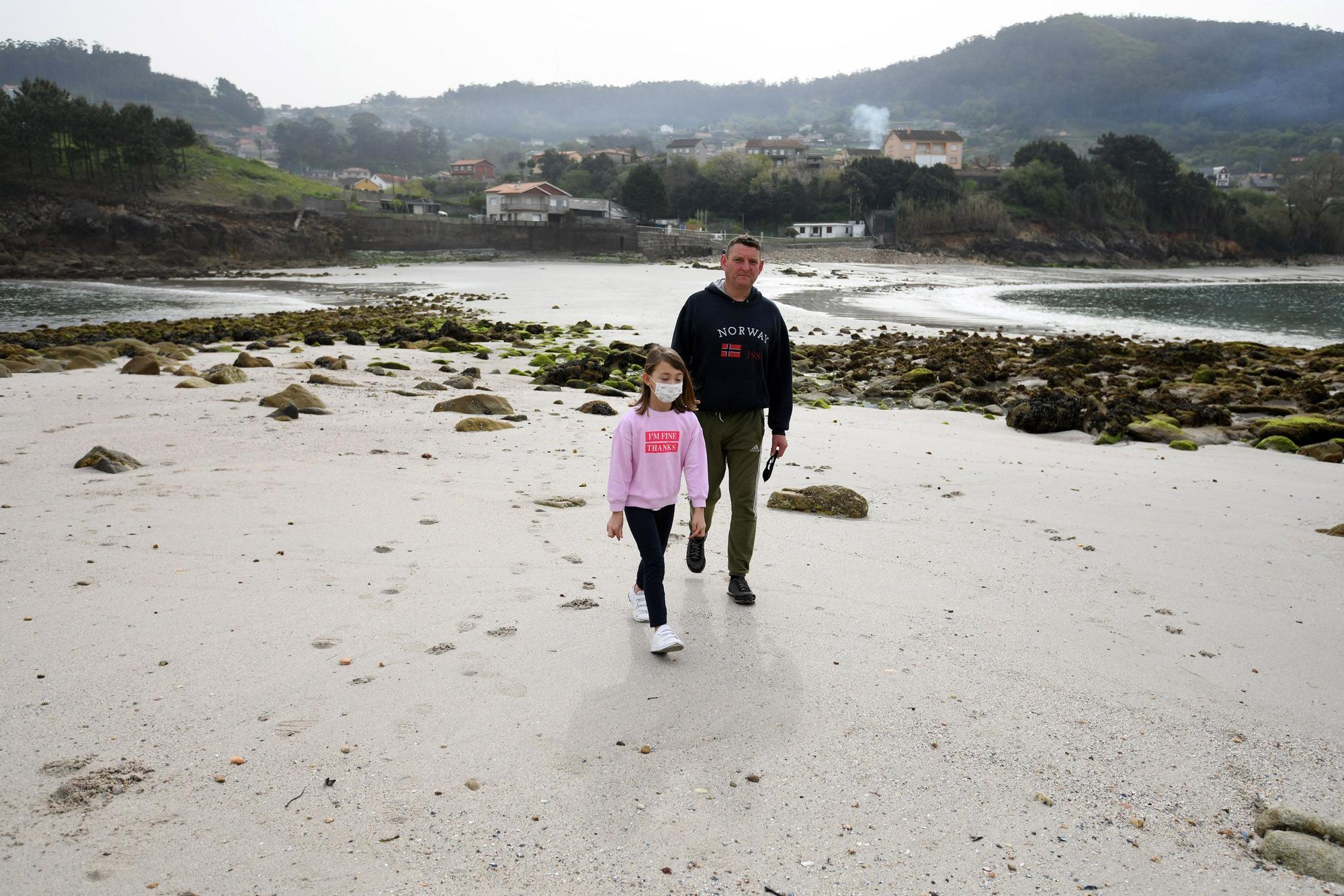 Las mareas vivas descubren el camino a la Illa do Santo do Mar