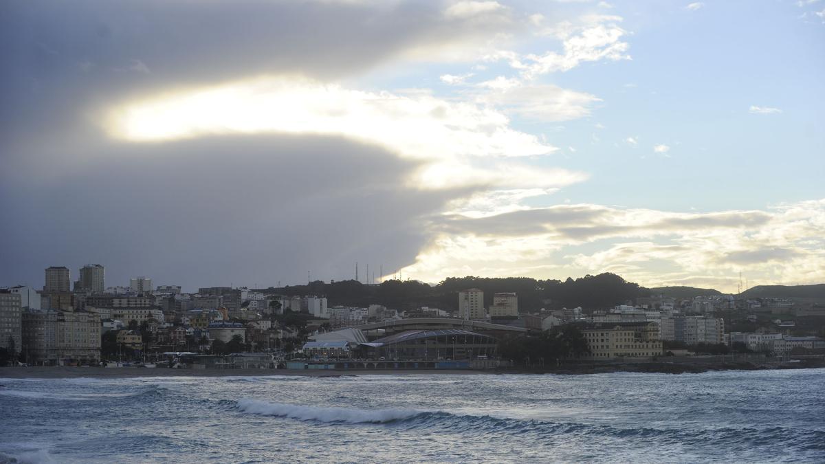 Nubes y claros en A Coruña.