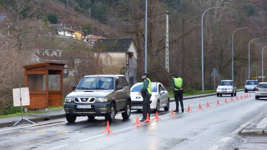 La Guardia Civil cree que el preso fugado aún se halla en Cangas del Narcea