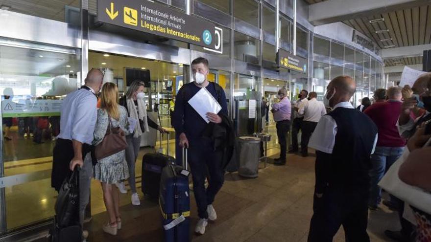 Madrid obvia el REF e incluye al Archipiélago en el impuesto que gravará el transporte aéreo