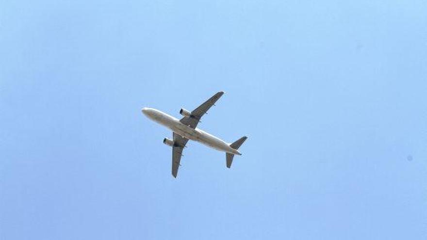 Mallorca-Flieger muss wegen defekter Tür umkehren