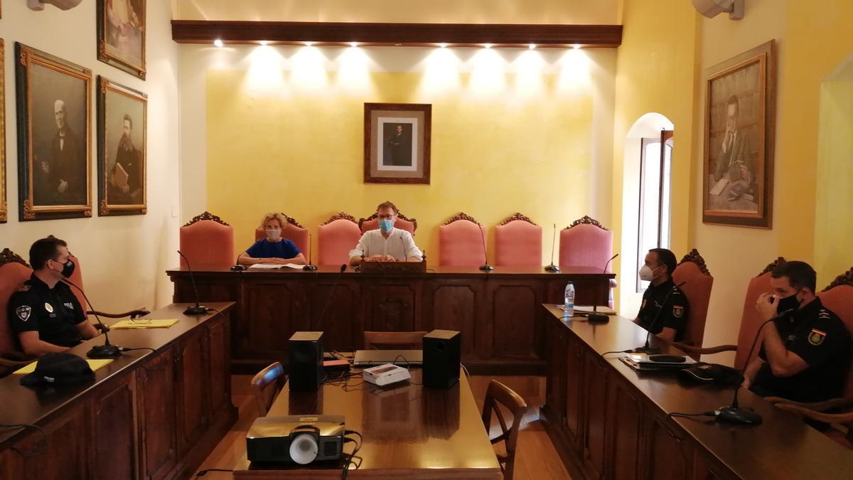El alcalde Miquel Oliver y la delegada del gobierno, Aina Calvo, han presidido la reunión de la junta local de Seguridad.