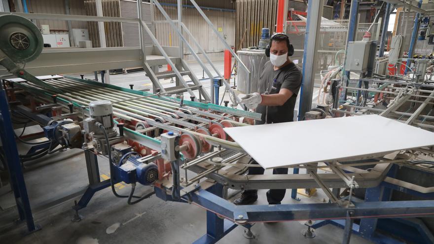La concentración de empresas reduce las insolvencias del azulejo