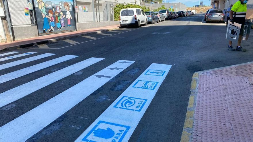 Torrevieja instala pictogramas en los pasos de peatones para ayudar a personas con autismo