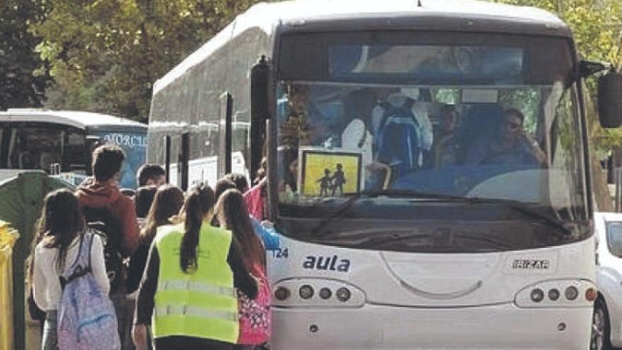 """CC tilda de """"escandaloso"""" que el Gobierno se olvide de renovar el transporte escolar"""