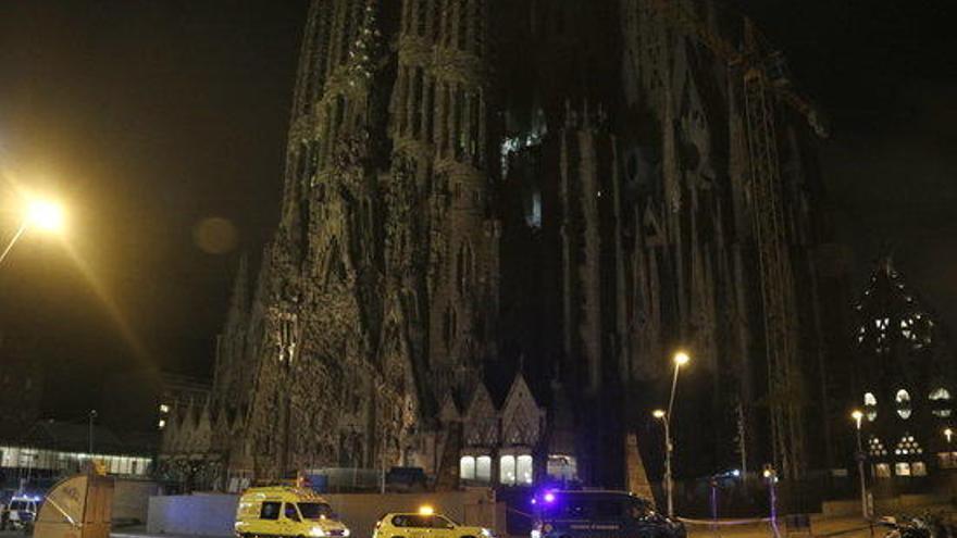 Els Mossos detenen un home a la Sagrada Família amb carregadors d'arma de foc