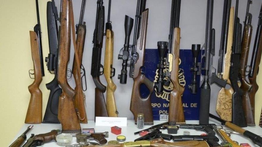 Detenido con un arsenal de armas tras ser denunciado por maltrato en Asturias