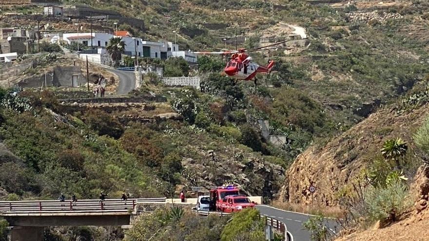 La UME rescata a un escalador herido al caerse de un barranco de Arico