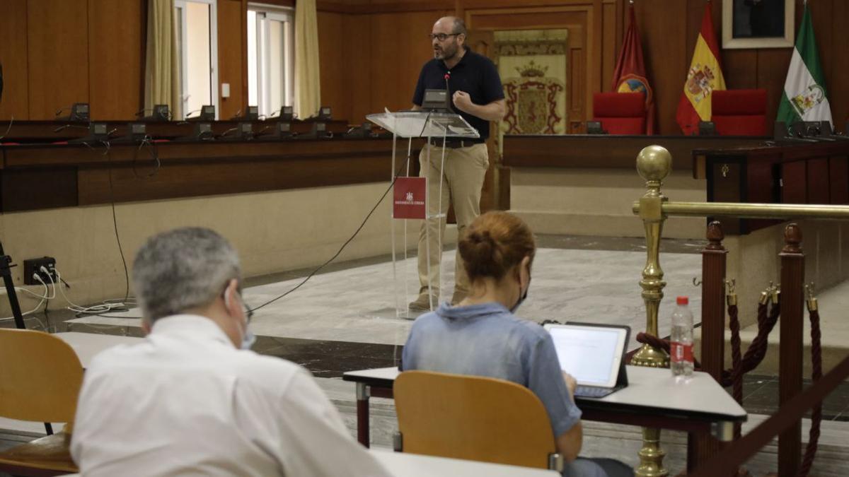El delegado de Accesibilidad, Bernardo Jordano, hoy en su rueda de prensa.