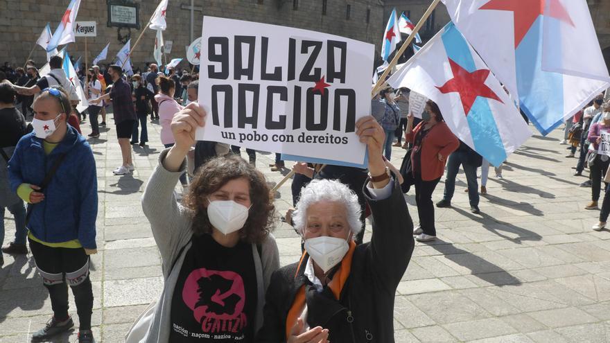 """Una multitudinaria manifestación en Santiago reivindica a Galicia como """"nación"""" con """"derecho a decidir por sí misma"""""""