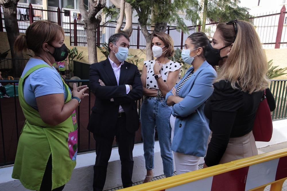 Momentos de la visita del alcalde de Santa Cruz.