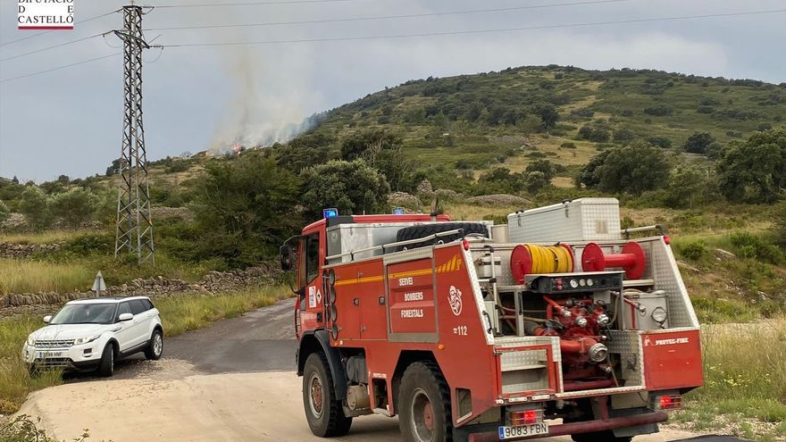 Los rayos causan una ola de incendios en el interior de Castellón