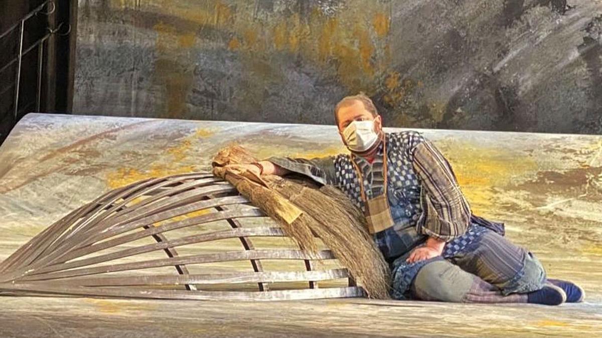 El tenor tinerfeño Celso Albelo, en su rol de Nadir, durante un ensayo en el teatro Campoamor..