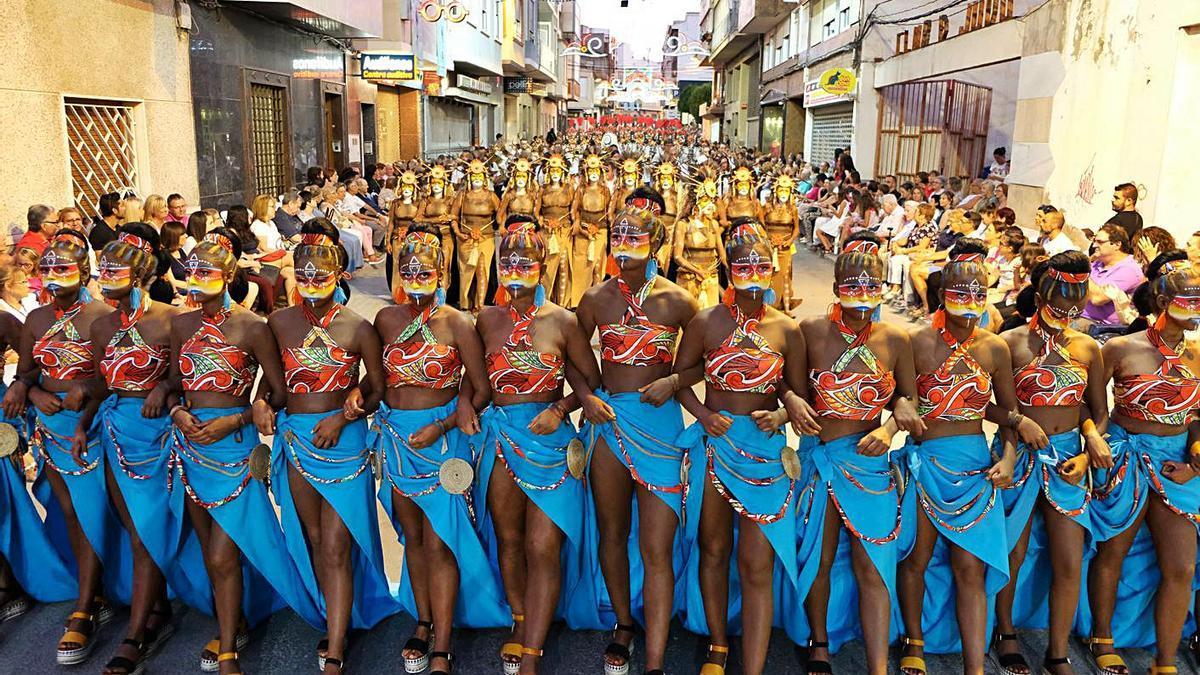 A parade of the Moors and Christians festivities of Novelda.  |  ÁXEL ÁLVAREZ