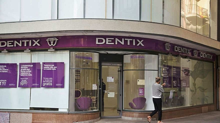 La quiebra de Dentix deja con el tratamiento a medias a decenas de clientes en Zamora