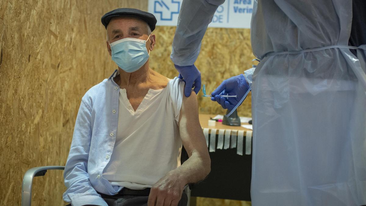 Vacunación a personas de entre 75 y 79 años en Ourense.