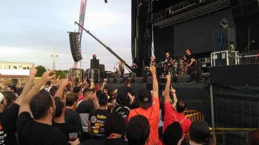 El público disfruta de uno de los conciertos del festival.
