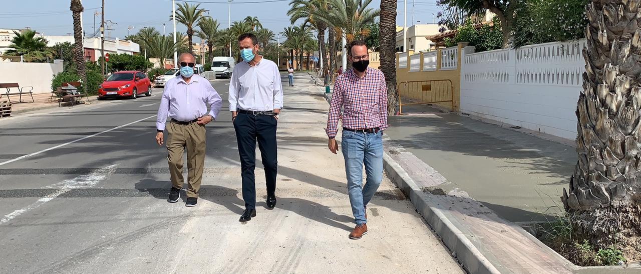 El alcalde Carlos González visita las obras de asfalto del Altet