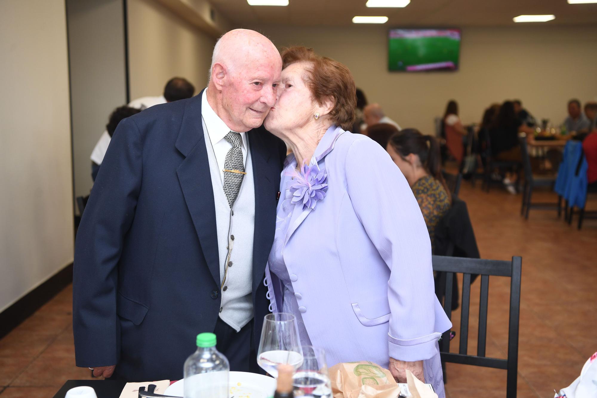 Perfecto Sánchez, de 92 años, y Erundina Rodríguez, de 88, celebran las bodas de titanio