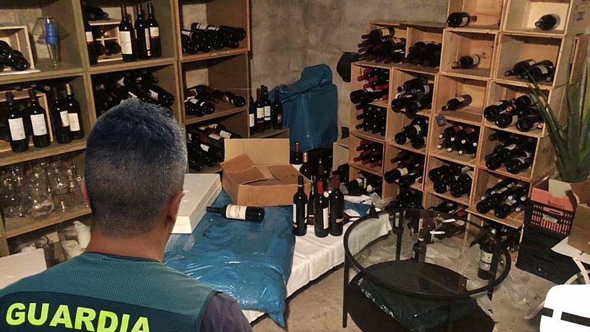 Almacén de la Guardia Civil en Can Sifre con algunos de los objetos robados recuperados.